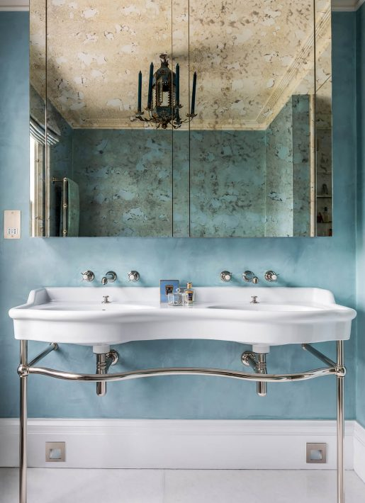 13.StudioIndigo_ListedTownhouse_bluebathroomdetail