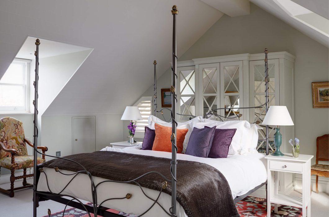 11-StudioIndigo_HollandPark2_guestbedroom